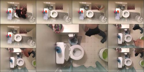 Sister bathroom