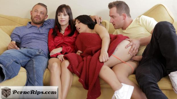 stepsiblingscaught-18-08-19-gina-valentina-family-flicks.jpg