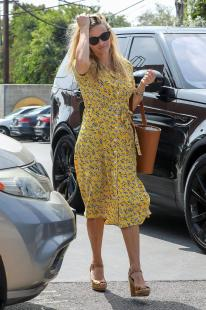 Reese Witherspoon - Casually Out In The Pacific Palisades (9/20/18)
