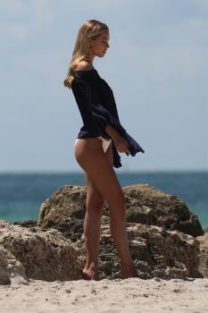 Caroline-Kelley-in-a-bikini-during-a-photoshoot-on-the-beach-in-Miami-8%2F22%2F18-h6rbdlopkq.jpg