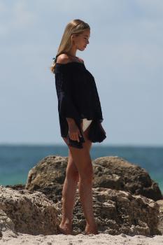 Caroline Kelley in a bikini during a photoshoot on the beach in Miami 8/22/18 c6rbdlqrcz.jpg