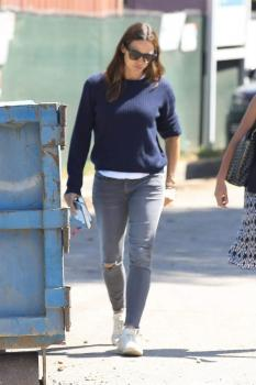 Jennifer Garner out with a friend in Brentwood 8/22/18