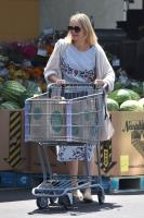 Cameron Diaz grabs some groceries from Whole Foods in Glendale 08/25/2018