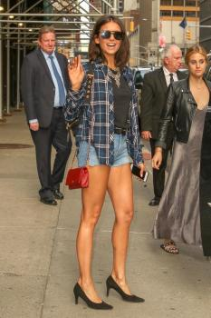 Nina-Dobrev-leaving-%22The-Late-Show-with-Stephen-Colbert%22-in-NYC-8%2F8%2F18-s6quf23tlw.jpg